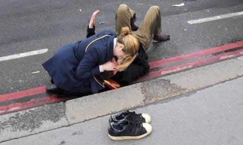 Επίθεση Λονδίνο: Δείτε σε βίντεο καρέ-καρέ πώς εκτυλίχθηκε η επίθεση - (Προσοχή! Σκληρές εικόνες)