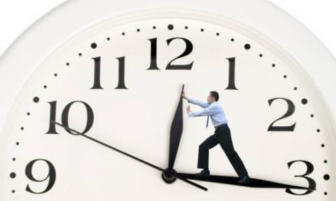 Σε λίγες ημέρες αλλάζει η ώρα - Γιατί γυρίζουμε τα ρολόγια μία ώρα μπροστά