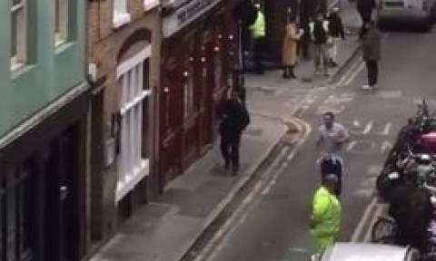 Νέος συναγερμός στο Λονδίνο: Εντοπίστηκε ύποπτο δέμα (vid)