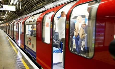 Επίθεση Λονδίνο: Μηνύματα αισιοδοξίας και συμπαράστασης σε σταθμούς του μετρό