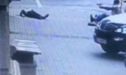 Συγκλονιστικό βίντεο από τη στιγμή της δολοφονίας του Ρώσου πρώην βουλευτή στο Κίεβο