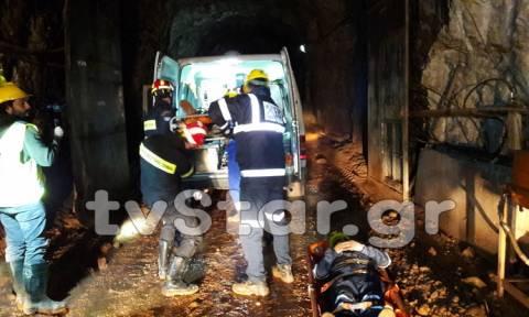 Φωκίδα: Πυροσβέστες απεγκλώβισαν εργαζόμενους 350 μέτρα κάτω από το έδαφος (pics&vid)