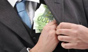 Σκανδαλώδης διάταξη για τη χρηματοδότηση των κομμάτων