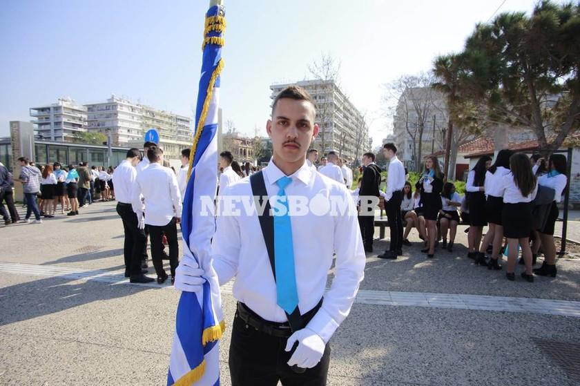 25η Μαρτίου - Θεσσαλονίκη: Σε εξέλιξη η μαθητική παρέλαση (pics)