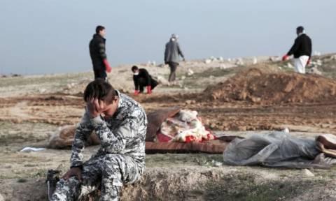 «Λουτρό αίματος» στο Ιράκ: Δεκάδες άμαχοι νεκροί από διαδοχικές αεροπορικές επιθέσεις στη Μοσούλη