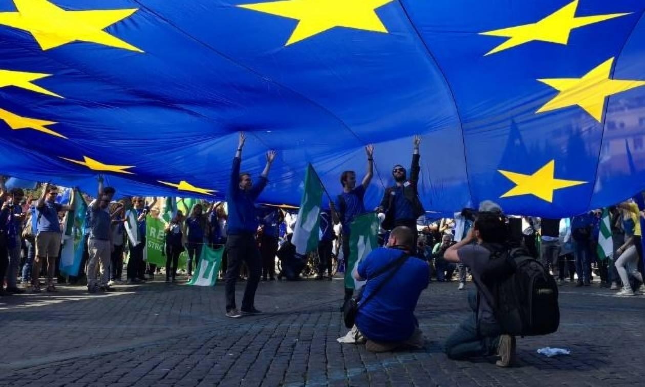 Χιλιάδες διαδηλωτές στους δρόμους της Ρώμης με σύνθημα «όχι στην Ευρώπη των τραπεζών»
