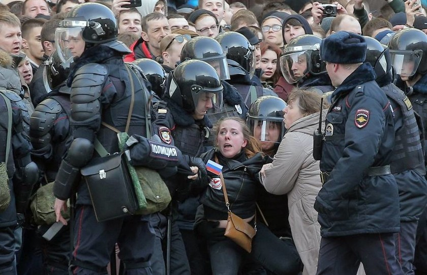 Οι ΗΠΑ στρέφονται κατά της Ρωσίας για τις συλλήψεις εκατοντάδων διαδηλωτών (Pics+Vids)