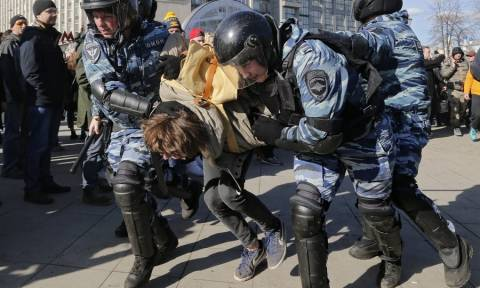 Ρωσία: Σε φυλάκιση καταδικάστηκε ο κύριος αντίπαλος του Πούτιν, Αλεξέι Ναβάλνι (Pics+Vids)