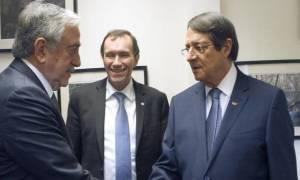 Κυπριακό: Διαβουλεύσεις σε διάφορα επίπεδα ενόψει αναμενόμενης επανέναρξης συνομιλιών