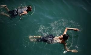 Απίστευτο περιστατικό στη Χίο: Μετανάστες κολύμπησαν 9,5 ώρες για να φθάσουν στο νησί!