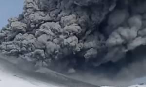 Εικόνες Αποκάλυψης: Έκρηξη ηφαιστείου στη Ρωσία (vid)