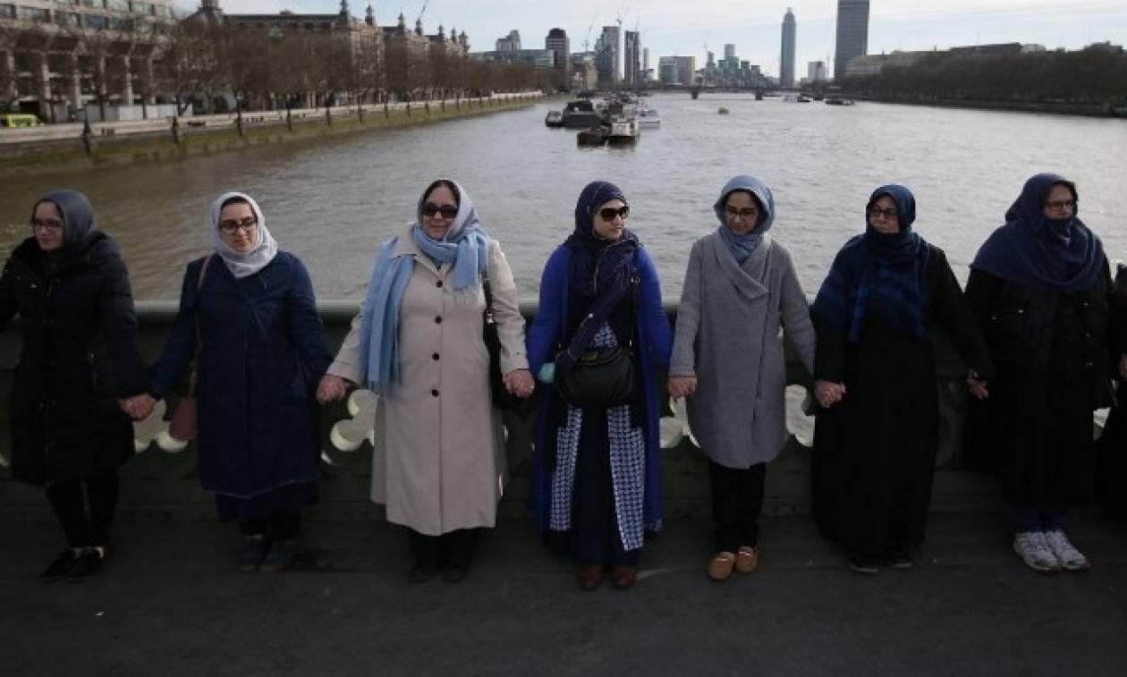 Λονδίνο: Μήνυμα κατά της τρομοκρατίας από μουσουλμάνες με μπούρκες