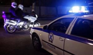 Άγνωστοι πέταξαν πέτρες σε διμοιρία ΜΑΤ στα γραφεία του ΠΑΣΟΚ