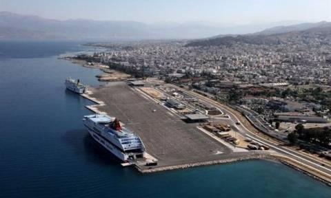 Αναστάτωση στην Πάτρα: Πλοίο προσέκρουσε σε κυματοθραύστη