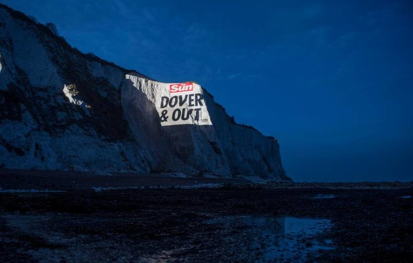 Dover and out! Δείτε τη σαρκαστική «υπερπαραγωγή» της Sun για την πρώτη μέρα του Brexit