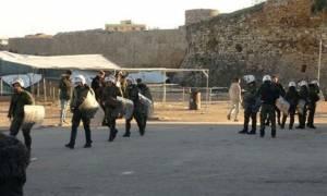 В Греции задержаны 16 мигрантов, подозреваемых в незаконной перевозке оружия и наркотиков