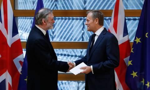 Brexit - Ντόναλντ Τουσκ: «Μας λείπετε ήδη. Σας ευχαριστούμε και αντίο» (Vid)