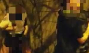 Ακατάλληλο βίντεο: Δύο ζευγάρια κάνουν σεξ δημοσίως δίπλα δίπλα και δεν σταματούν ούτε όταν…