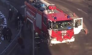 Ρωσία: Τραγικό δυστύχημα στη Μόσχα - Πυροσβεστικό όχημα «θέρισε» ανθρώπους σε στάση λεωφορείου (Vid)