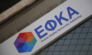 ΕΦΚΑ: Τι απαντά το υπουργείο Εργασίας για το «αλαλούμ» στις πληρωμές των συντάξεων