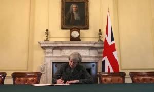 H Τερέζα Μέι καθησυχάζει τους Ευρωπαίους εταίρους για το Brexit
