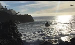 Κανάρια Νησιά: Τεράστιο κύμα παρέσυρε παραθεριστές - Δύο νεκροί και ένας αγνοούμενος (vid)