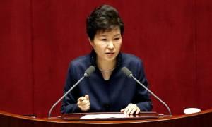 Νότια Κορέα: Δικαστήριο εξέδωσε ένταλμα σύλληψης της προέδρου Παρκ Γκέουν-χιε