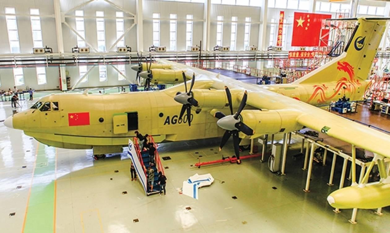 Στους αιθέρες το μεγαλύτερο αμφίβιο αεροσκάφος στον κόσμο! (vid)