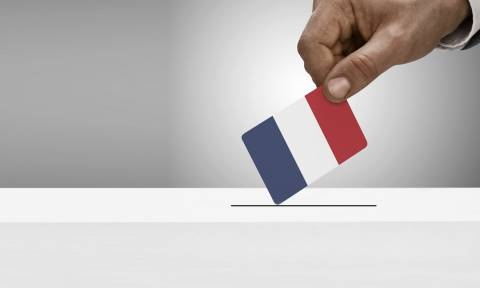 Γαλλικές εκλογές: Αμφίρροπη αναμέτρηση «βλέπει» νέα δημοσκόπηση