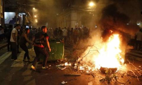 Paraguay congress set on fire amid presidential controversy