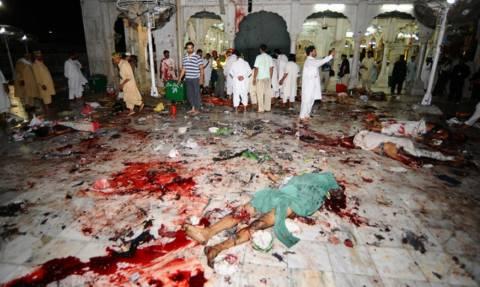 Φρίκη στο Πακιστάν: Τζιχαντιστές εισέβαλαν σε τέμενος και έσφαξαν με μαχαίρια τουλάχιστον 20 πιστούς