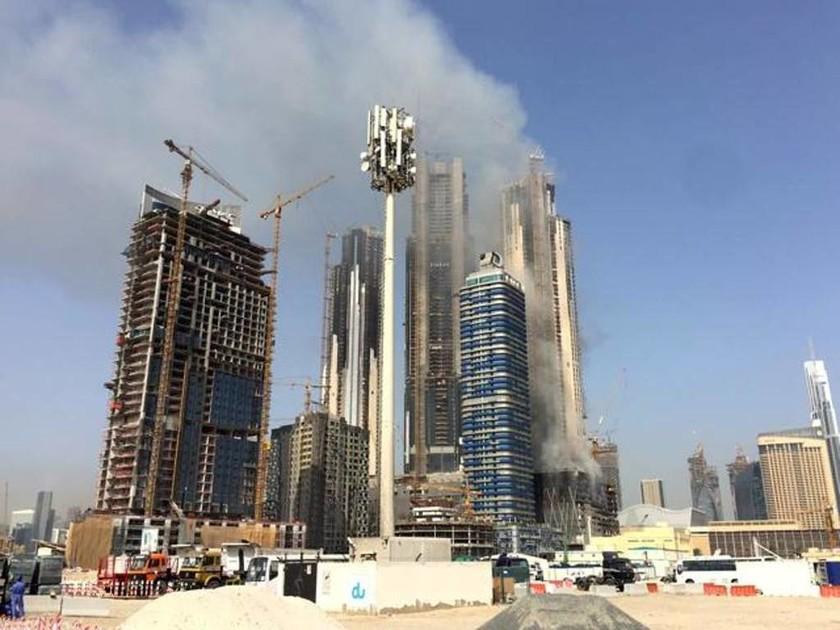 Κόλαση φωτιάς σε ουρανοξύστη του Ντουμπάι (pics+vid)