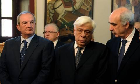 Συγκίνηση στο μνημόσυνο του Γιάννη Αγγέλου: Παρόντες Παυλόπουλος και Καραμανλής (pics)