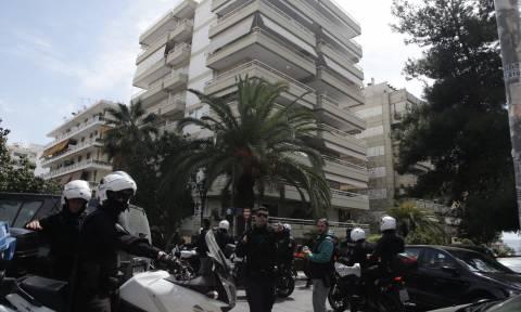 Θρίλερ στο Π. Φάληρο: Καταδίωξη ληστών - Νεκρός ο ένας, ανθρωποκυνηγητό για τον δεύτερο (pics&vids)