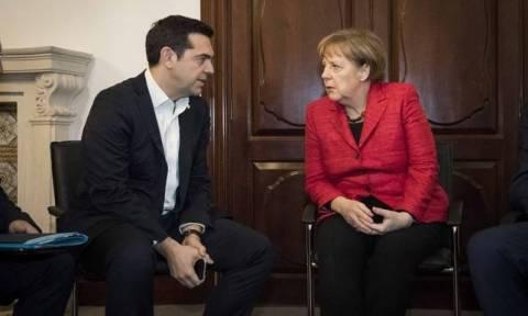 Ципрас планирует провести телефонные переговоры с Меркель