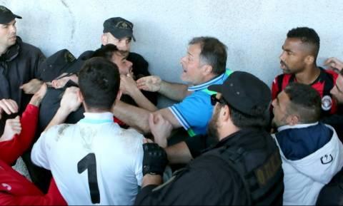 Άγρια συμπλοκή ποδοσφαιριστών με αστυνομικούς σε αγώνα της Γ΄ Εθνικής (pics)