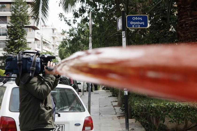 Ένοπλη ληστεία στο Φάληρο: Ανθρωποκυνηγητό για τον ληστή που διαφεύγει