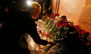 Επίθεση Ρωσία: Ο Πούτιν άφησε λουλούδια στο σημείο του μακελειού (pics+vid)