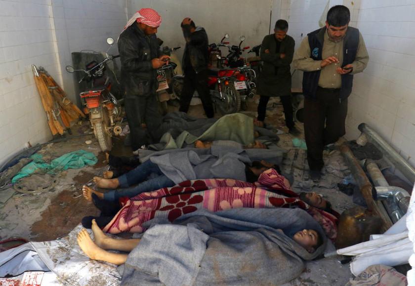 Παγκόσμιο σοκ από τη νέα θηριωδία με χημικά στη Συρία: Τουλάχιστον 100 νεκροί (pics)