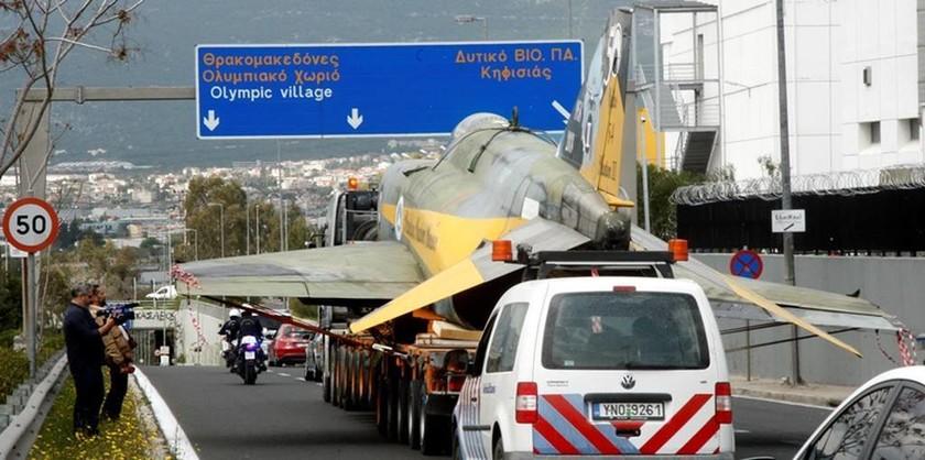 Γι΄ αυτό μετέφεραν τον ιπτάμενο «κατάσκοπο» της Πολεμικής Αεροπορίας στην Εθνική Οδό (pics)