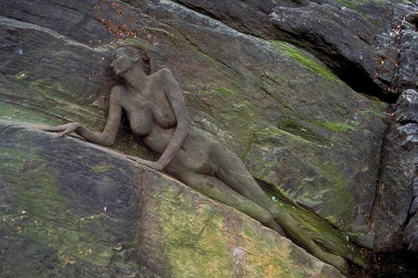 Η φωτογραφία της γυμνής γυναίκας που έχει «τρελάνει» το διαδίκτυο – Εσύ μπορείς να τη βρεις;