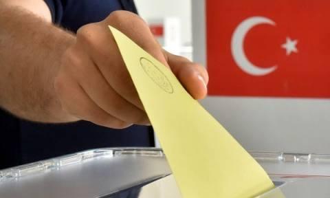 Δημοψήφισμα Τουρκία: «Τρέμει» τις δημοσκοπήσεις ο Ερντογάν 10 ημέρες πριν το άνοιγμα της κάλπης