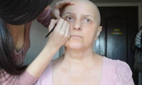 Μητέρα δίνει τη μάχη της κόντρα στον καρκίνο. Η κόρη της έκανε ένα υπέροχο δώρο... (video)