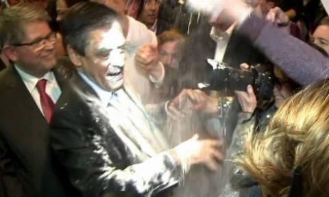 Γαλλία: Πέταξαν αλεύρι στον Φρανσουά Φιγιόν (vid)