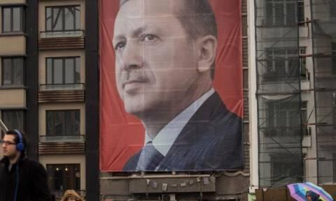 Τουρκία: Απαγόρευση εξόδου σε Ολλανδούς τουρκικής καταγωγής επειδή επέκριναν τον Ερντογάν!