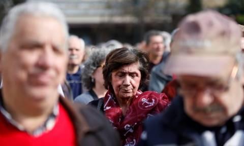 SZ: Θύματα της διαμάχης Σόιμπλε - ΔΝΤ οι πολίτες και οι επιχειρήσεις στην Ελλάδα