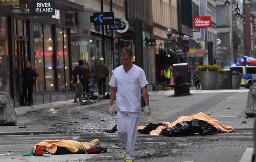 Έκτακτο - Στοκχόλμη: Φορτηγό έπεσε πάνω σε κόσμο