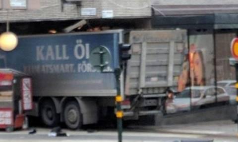 Βίντεο ντοκουμέντο από τη Στοκχόλμη - Η στιγμή που το φονικό φορτηγό τυλίγεται στις φλόγες