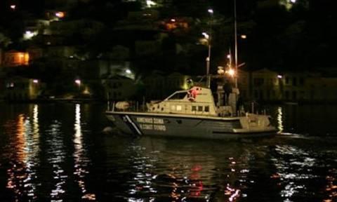 Ίος: Θρίλερ με ναυτικό που έπεσε στη θάλασσα