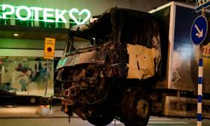 Stockholm attack: 'Suspect device' in Sweden crash lorry